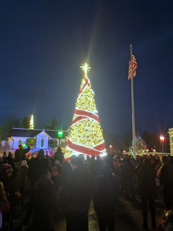six flags holiday in the park tree