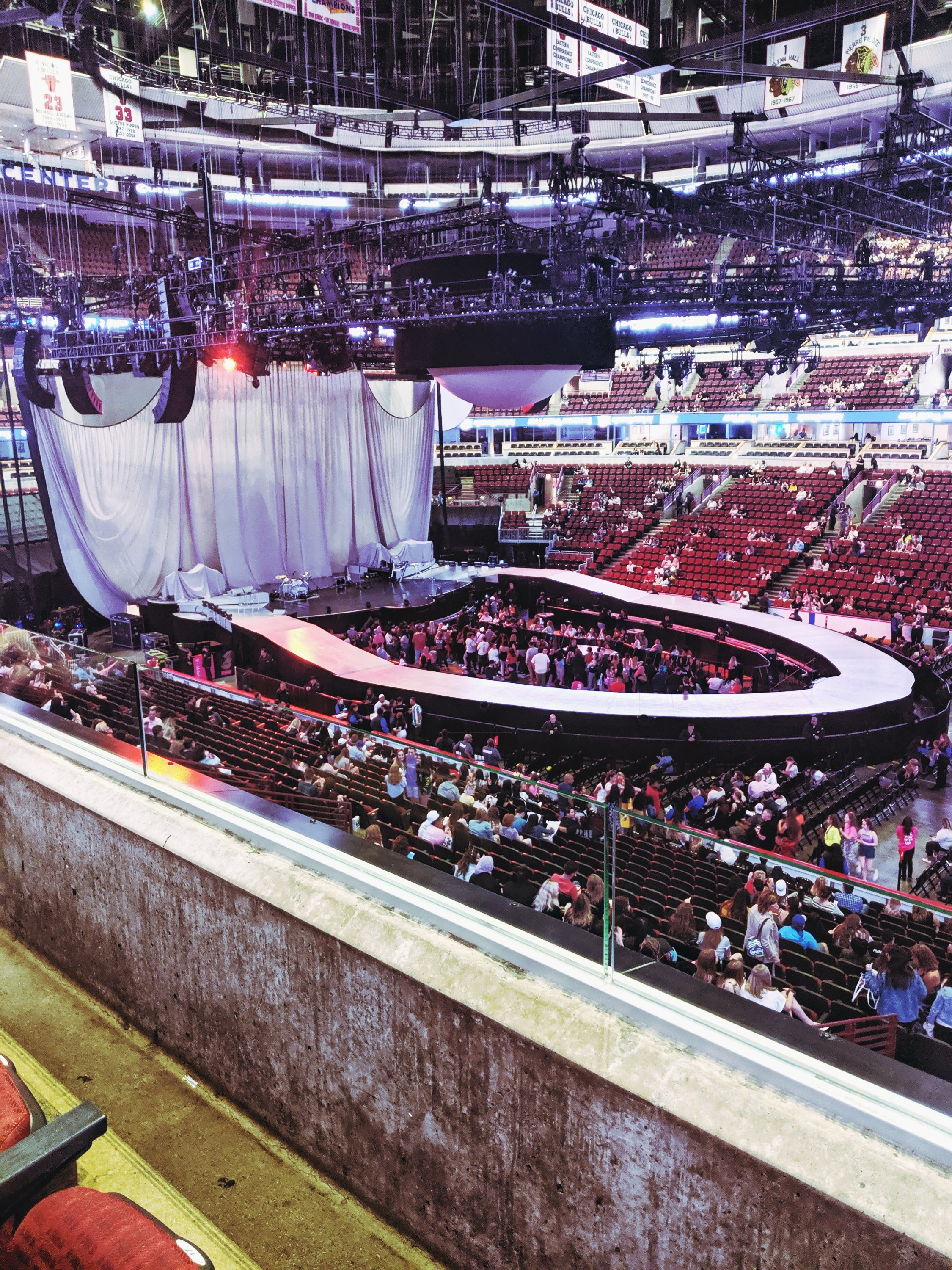 sweetener world tour stage