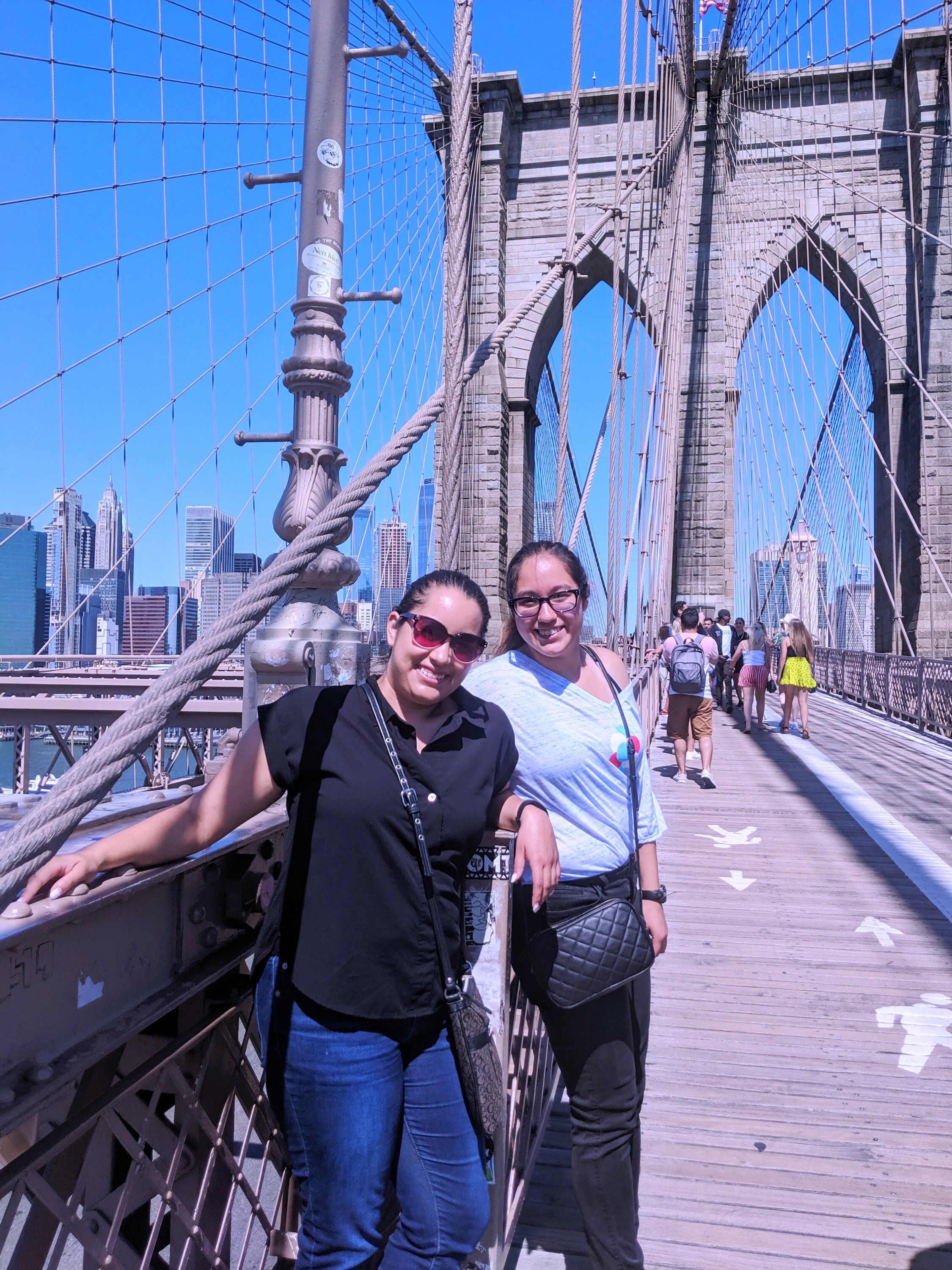 sisters at the brooklyn bridge